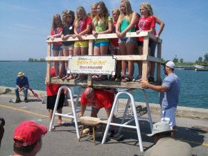 Kevin lifted 22 girls to set a world record